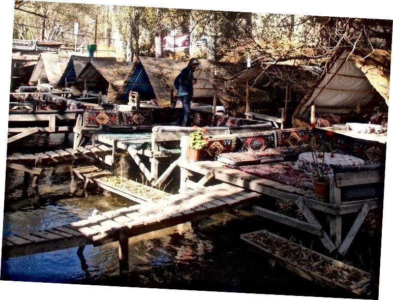 Nhà hàng nổi trong Thung lũng Ihlara: nhìn gần hơn