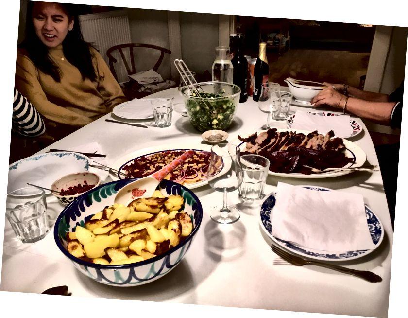 Sự lây lan mà Soren và Lina đã nấu cho chúng tôi vào ngày cuối cùng của chúng tôi. Đừng lo lắng, Fiffi phải ăn một ít thức ăn thừa.