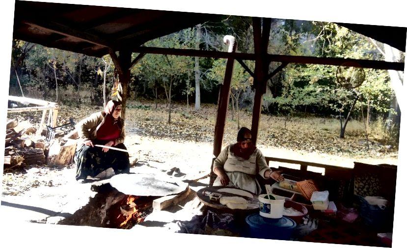 Phụ nữ Chuẩn bị thức ăn cho nhà hàng nổi, Thung lũng Ihlara