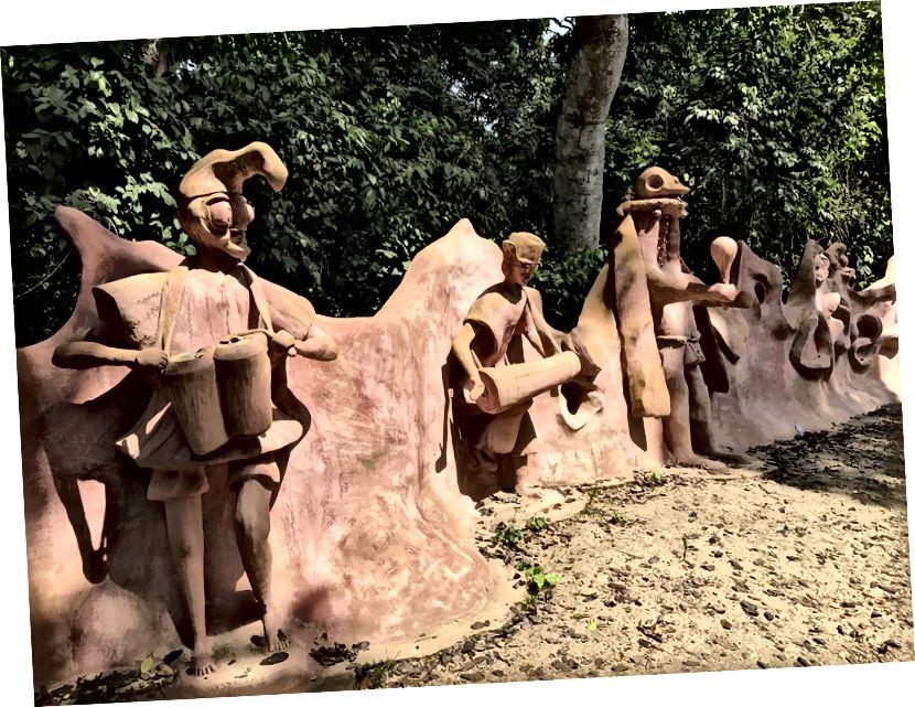 Osogbo, Osun Şirinin girişindəki heykəllər