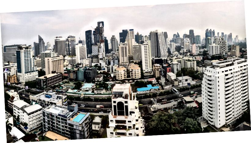 Вид з ліжка в номер виконавчої влади в готелі AETAS HOTEL, Бангкок.