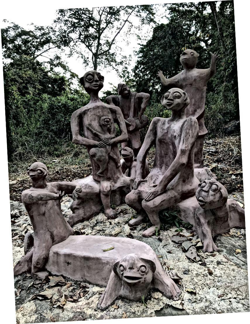 Tanrıların bazarı, heykəllər Suzanne Wenger