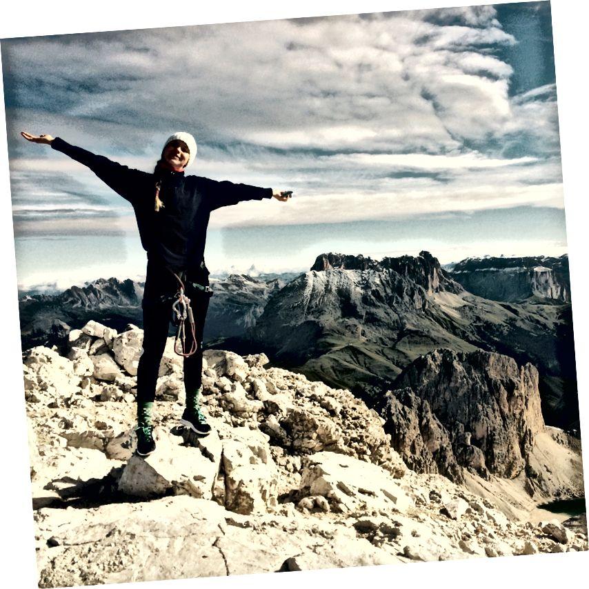 Ve böylece yürüyorum. Bazen tırmanıyorum da. Saf özgürlük, saf sevinç. Burada Dolomites, İtalya.