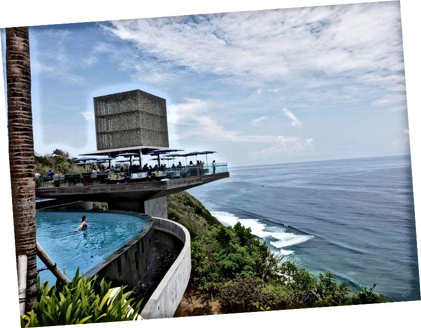 Денний клуб Omnia на Балі