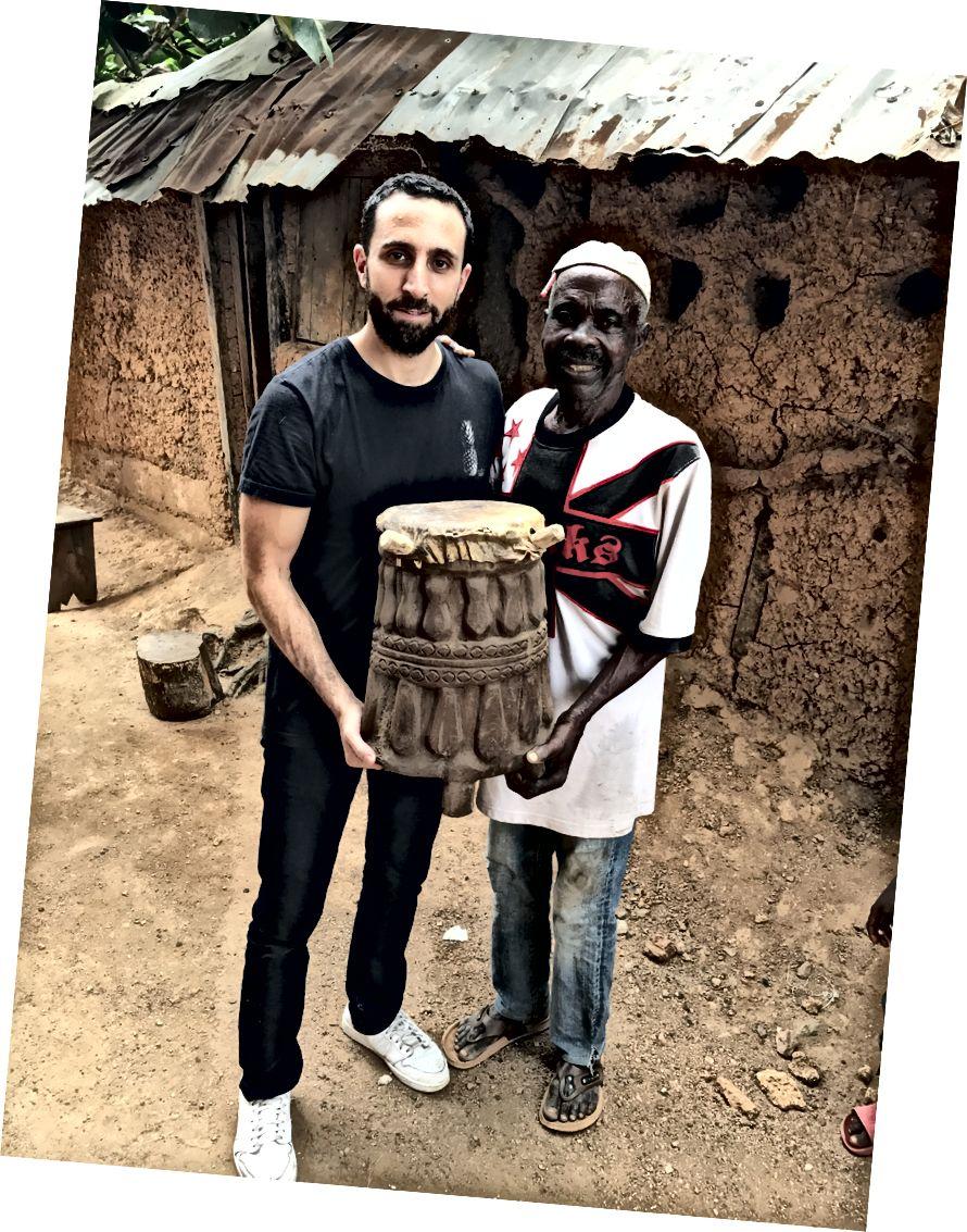Rabiu tərəfindən yerli nağara oyma maşınının oyma mərasimi