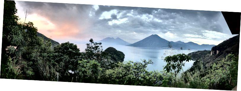 5:30 sáng, San Marcos La Laguna, được lấy từ một chiếc võng trên hiên của một ngôi nhà nhỏ.
