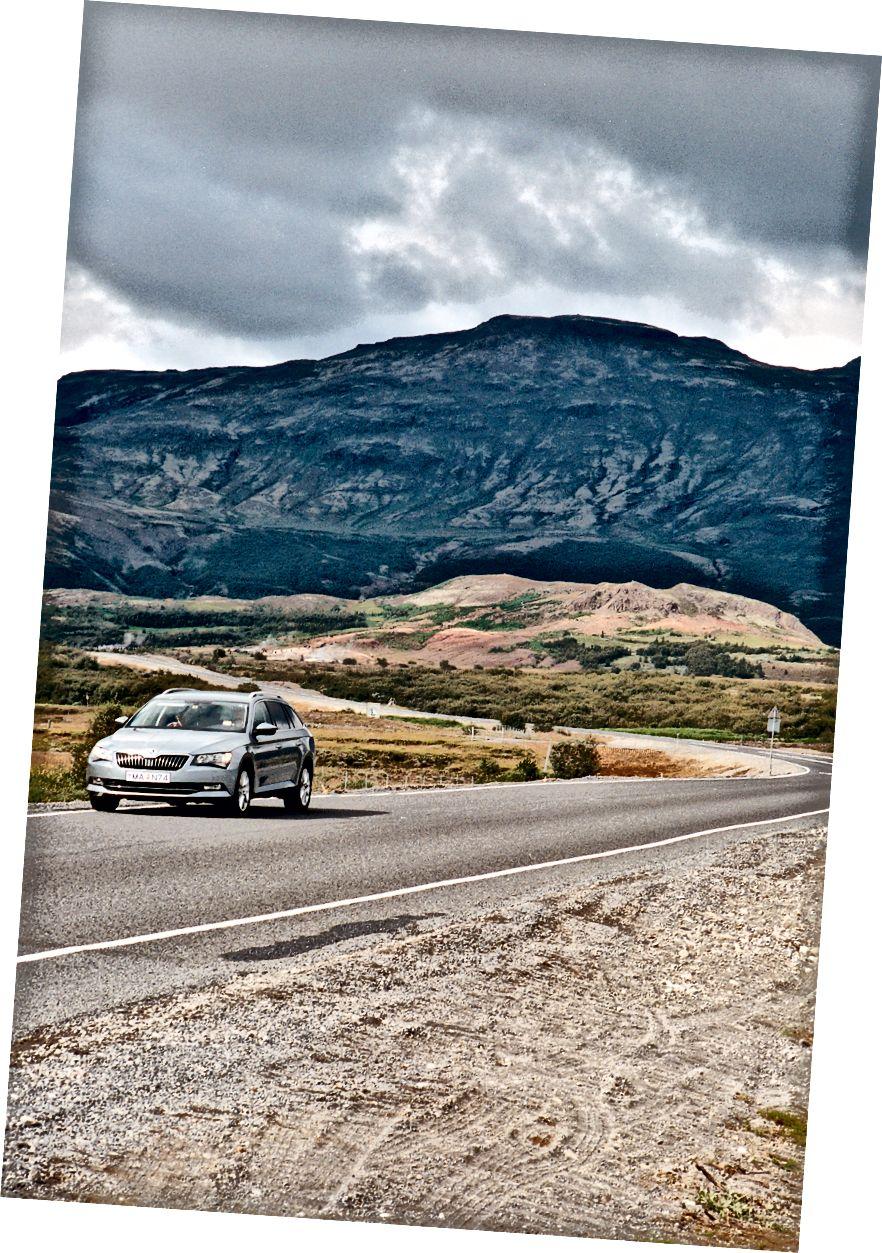 Ein anderer Tourist setzt seinen Weg in Richtung Unbekannt fort. Kodak Portra 400