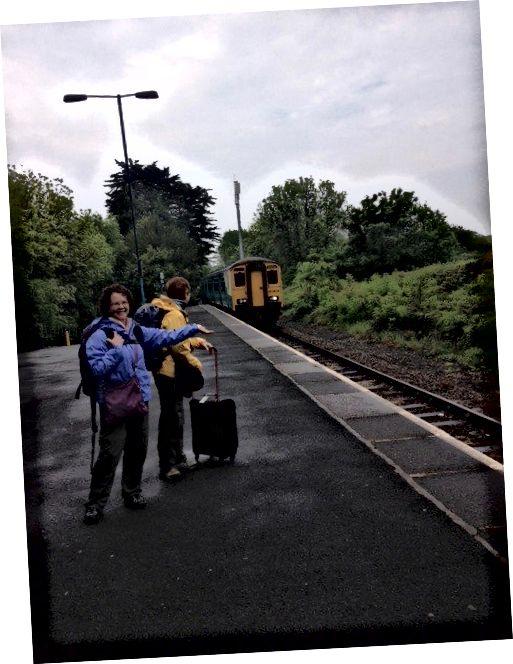 Saundersfoot, Galler'de bir tren selamlama