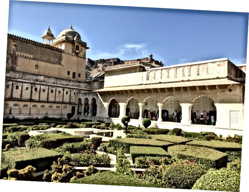 Зовнішній вигляд / інтер'єр Бурштинового палацу