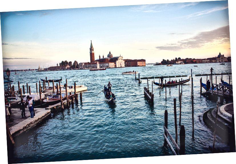 Venedik ufukta (fotoğraf Joshua Stannard Unsplash üzerinde)