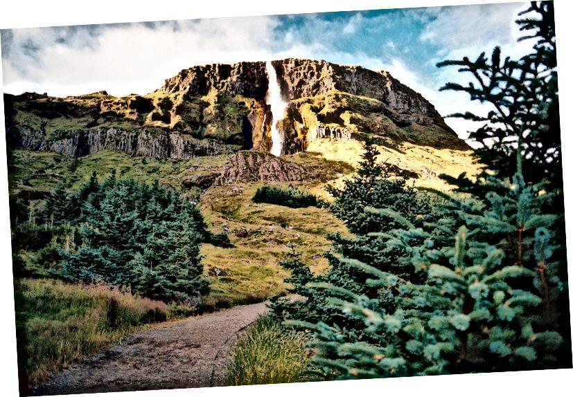 Wahrscheinlich der erstaunlichste Wasserfall, den wir während der Reise gesehen haben. Kodak Portra 400