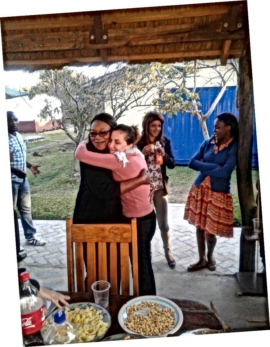 Андреа Брату подружився з колегами під час африканського стартапу мікрофінансування, до якого вона приєдналася. І вона теж знайшла своє призначення. Фото кредит: Андреа Брату.
