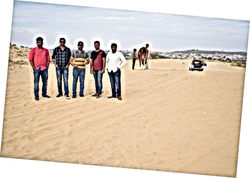Ми припаркували свою машину біля основи, і настав час, щоб розчулити пустелі.