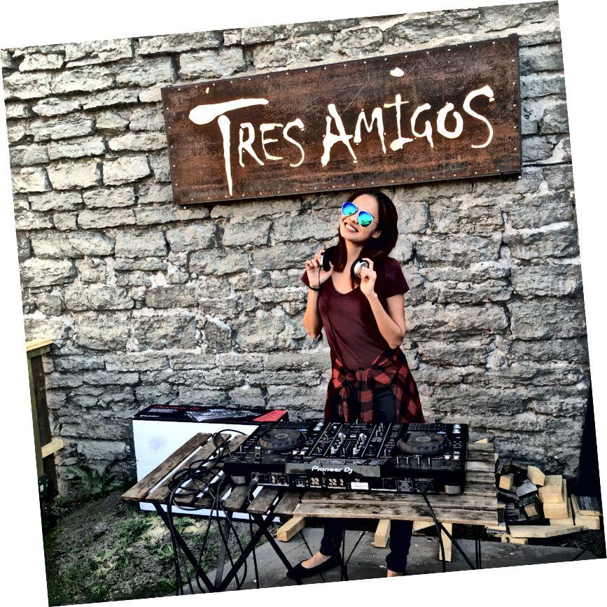 Сінгапурська маркетолог Ніколь Тан дізналася багато нового в Естонії та навіть отримала можливість спробувати свою мрію - DJing! Кредит на фото: Ніколь Тан.