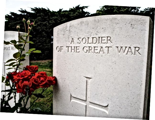 Saint-Symphorien'de (Belçika) gömülmüş çok sayıda isimsiz askerden biri