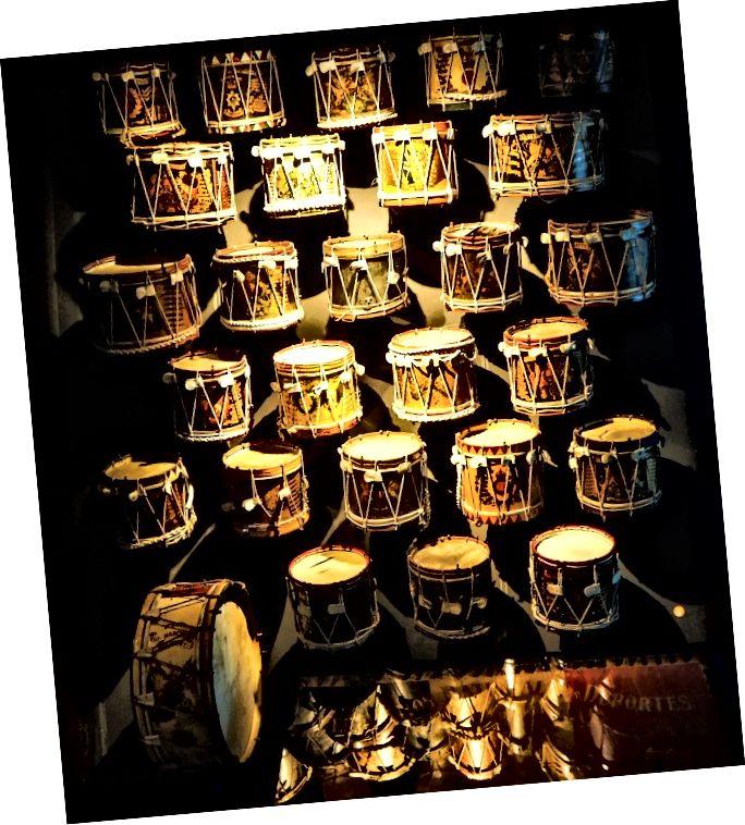 Барабанні барабани - Меморіал війни Монсу (Монс, Бельгія)