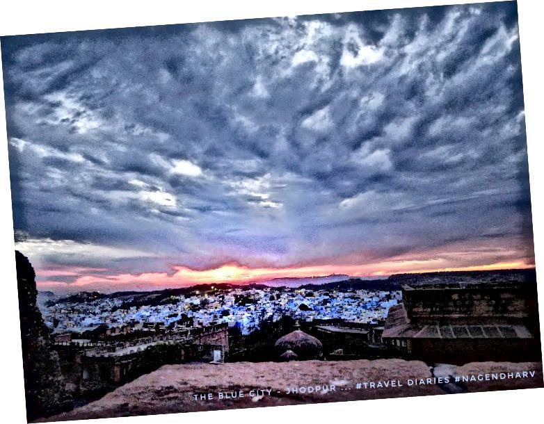 З цього форту видно панорамний вид на місто Джодхпур, який здається блакитним килимом, покладеним біля підніжжя пагорба.