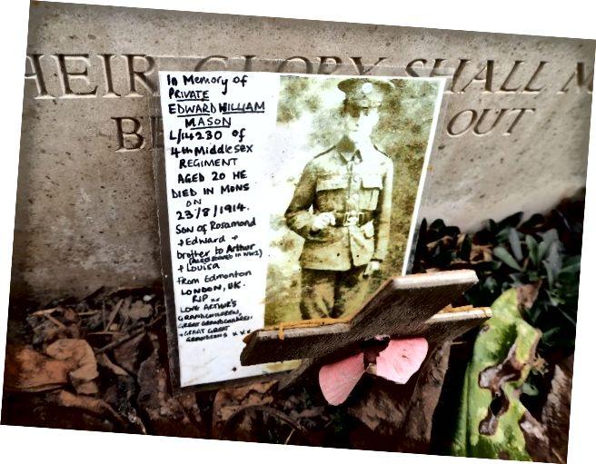 Знімок, залишений на могилі в Сен-Симфорієн (Бельгія)