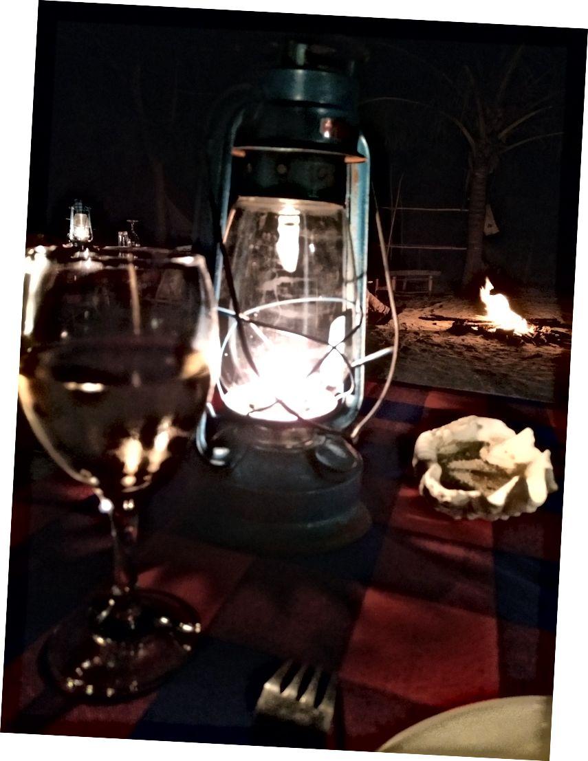 Bir sonraki lodge mum ışığında akşam yemeği. Gıda, ikinci kez geri gittik çok iyiydi.