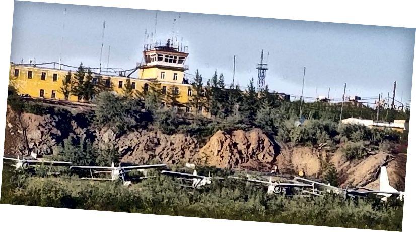 Деякі з багатьох літаків, які ніколи не залишали Черський аеропорт