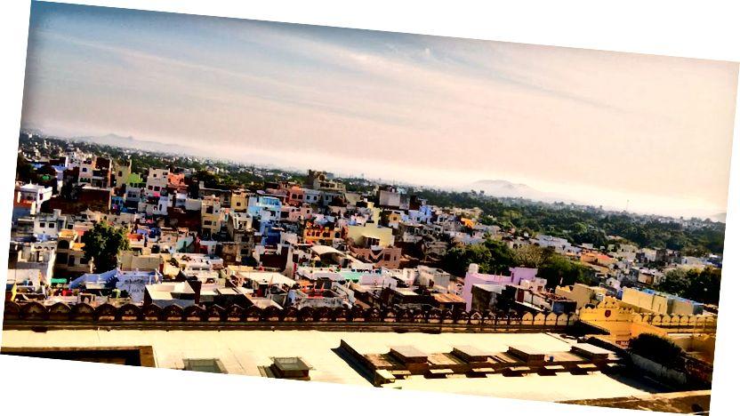 Вид на місто Удайпур із внутрішнього палацу