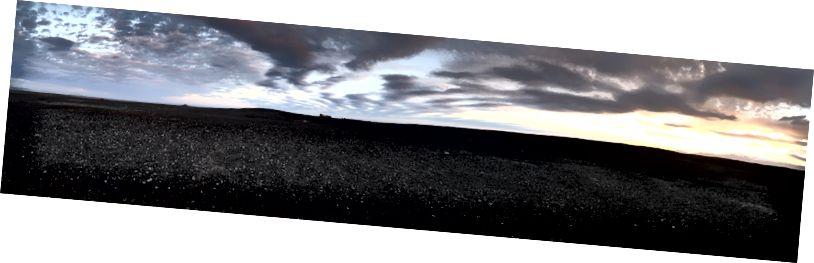 Déi schwaarz Dünen verbreeten an den Horizont an all Richtung