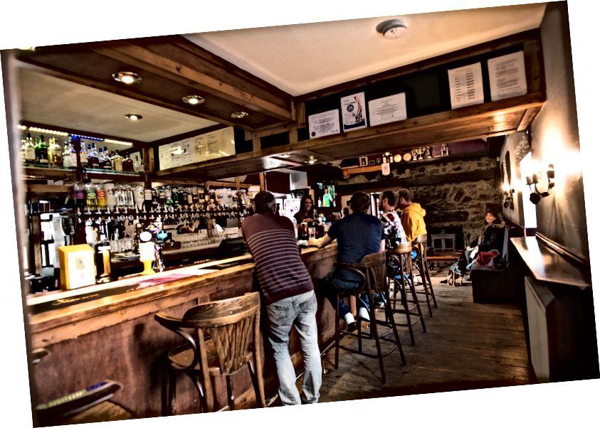 Mormond Inn (Strichen) - Bar ve terasta izin verilen köpekler (restoranda değil)