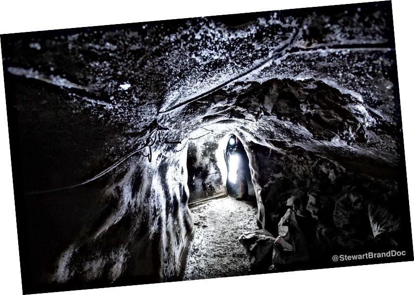 Всередині Крижаної печери. Фото Брендана Холла.
