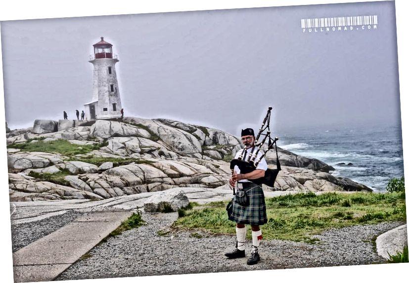 Trong số rất nhiều khoảnh khắc đáng kinh ngạc trong cuộc sống của tôi vào năm 2017, nghe một người chơi kèn túi ở một nơi mà tôi muốn thấy cả đời mình - Ngọn hải đăng của Peggy, Nova Scotia.