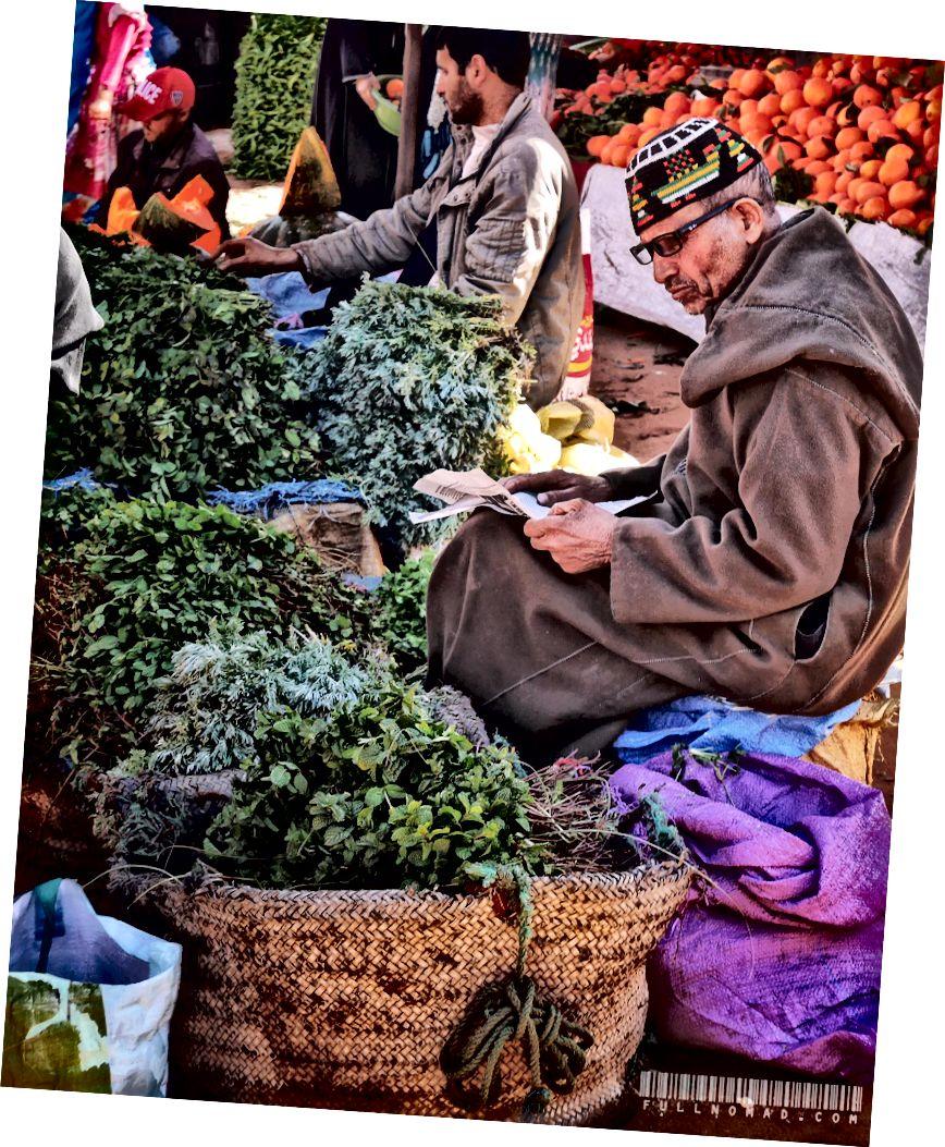 Thương gia ở Agadir, Morocco souk.