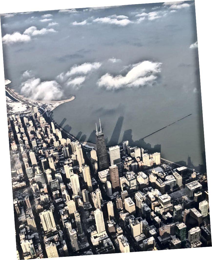 Autora uzņemts putnu acu skats uz Čikāgu.