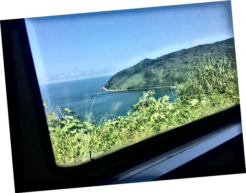 Поїзд поїзда через перевал Хай Ван