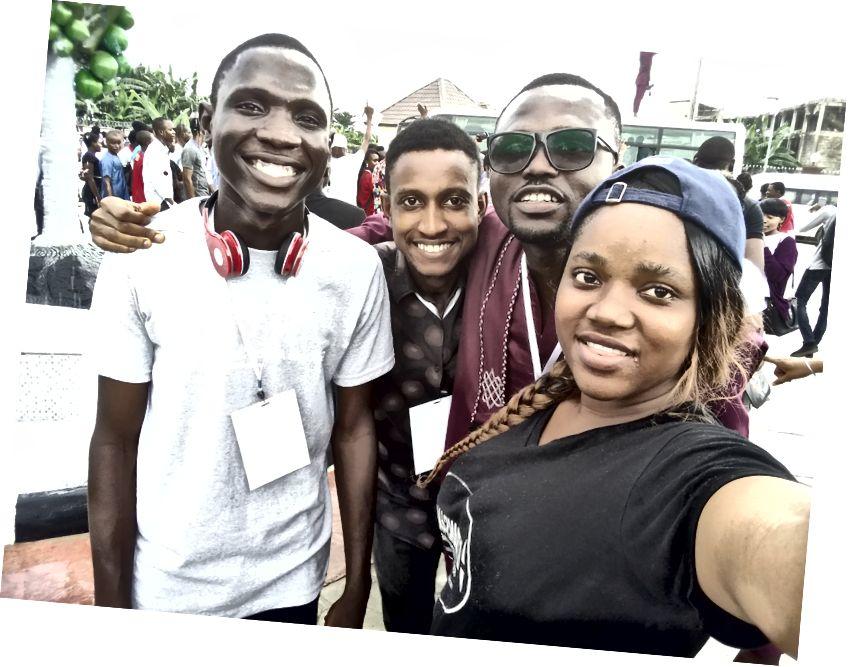 Ông Charles với một số người, Đại biểu GDG Warri.