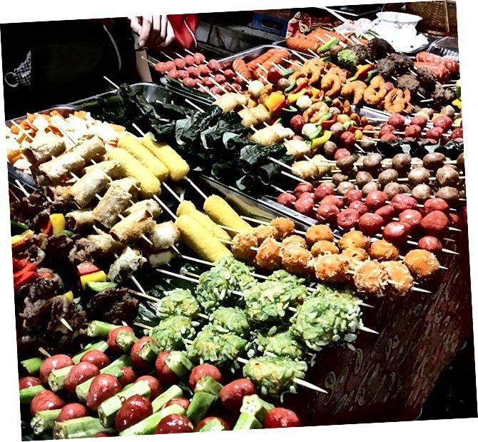 Вулична їжа на задній пакувальній вулиці Хо Ши Міна