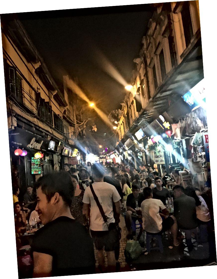 Вулиця Та Хіен в Старому кварталі Ханої