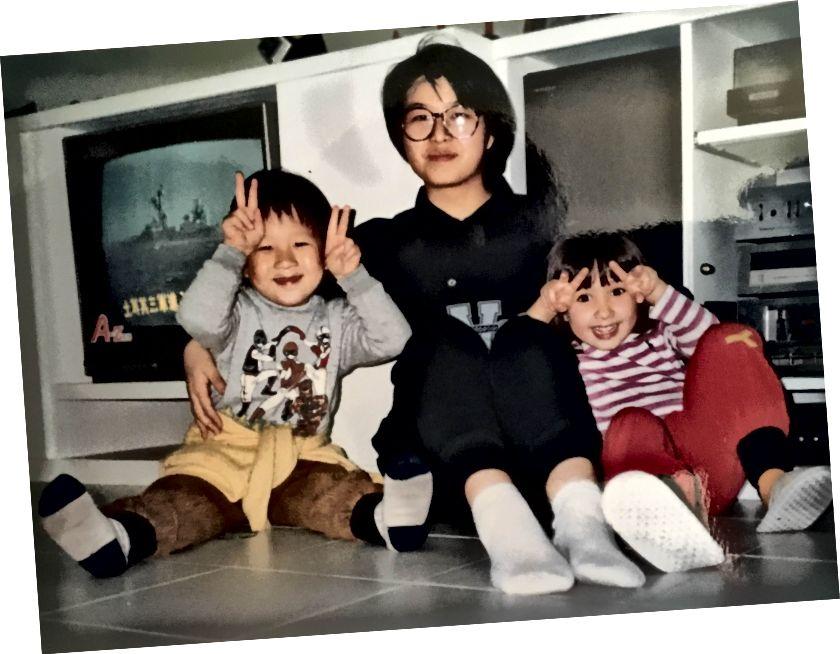 (Stânga) Dianna, Tony și cu mine și matusele mele. (Corect) Mătușa mea Aiti și Dianna și cu mine