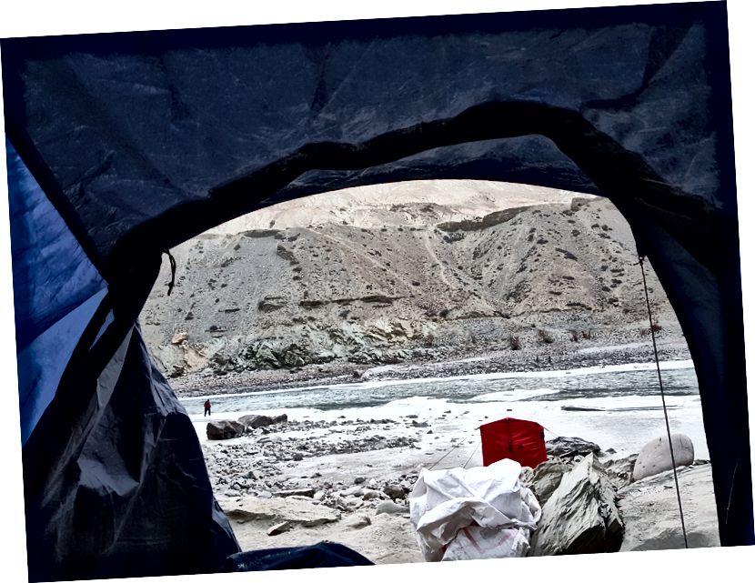 Buổi sáng nhìn từ lều