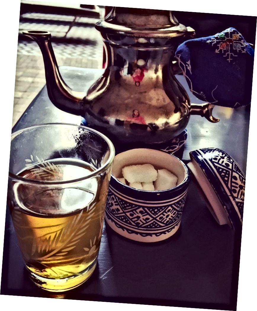 Марокканський м'ятний чай. На місці. (Примітка: всі фотографії - мої власні.)