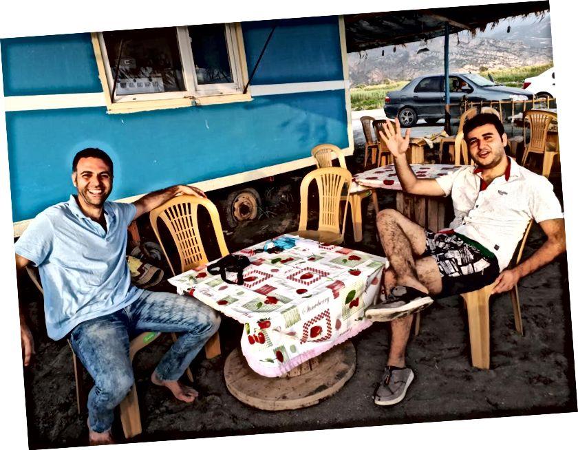 Michael s desne strane i još jedan sirijski izbjeglica koji je planirao otići u Kanadu