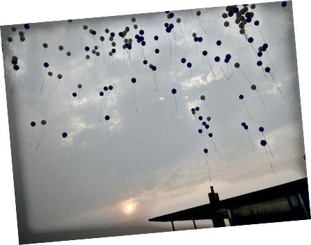 Повітряні кулі відлітають на захід сонця. Кінець іншого IRIS: ')