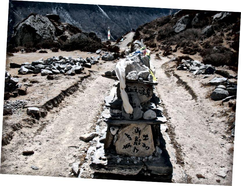 Vaid mõned Tiibeti pühakirjad nikerdasid ilusaid kive