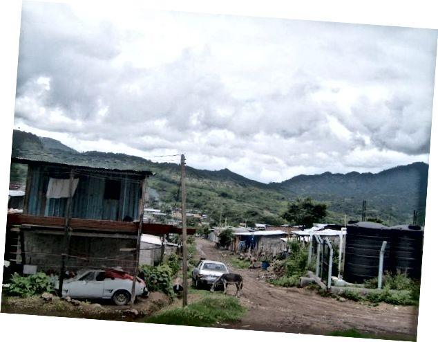 Phố chính làng.