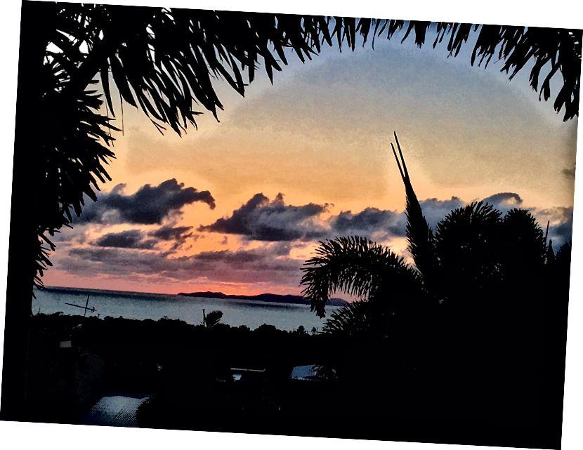 Схід сонця з видом на острови Кеппел у місті Yeppoon, Австралія (Фото Донна Кос)