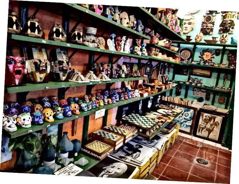 Tất cả các loại quà tặng được trưng bày tại Mercado 28 ở trung tâm thành phố Cancun.