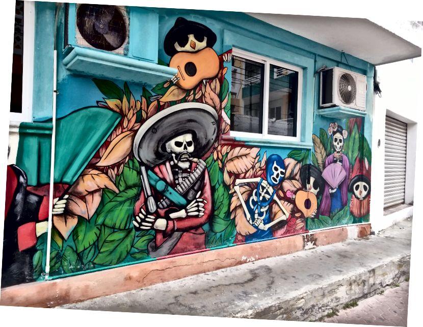Cancun sahilinin hemen dışındaki bir ada olan Isla Mujeres'te sokak sanatı.