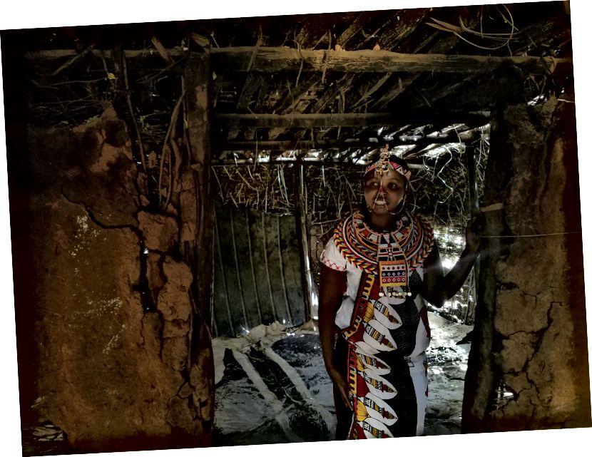 Roselyn cho chúng tôi tham quan Manyatta và nơi họ chứa một số khách của họ. Nghe có vẻ như một kế hoạch, phải không?