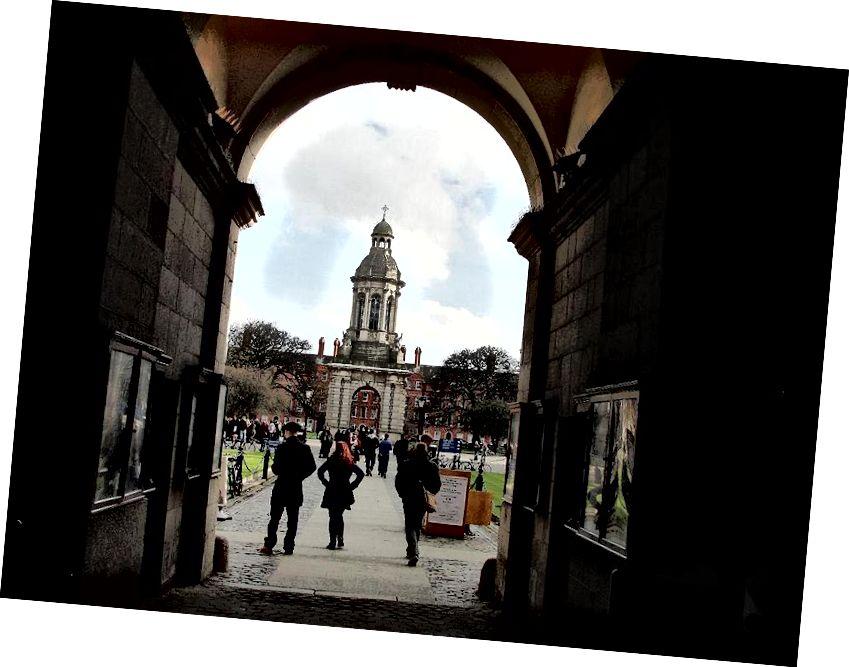 Bij binnenkomst op de campus, Trinity College, wonen de herenhuizen in de hemel