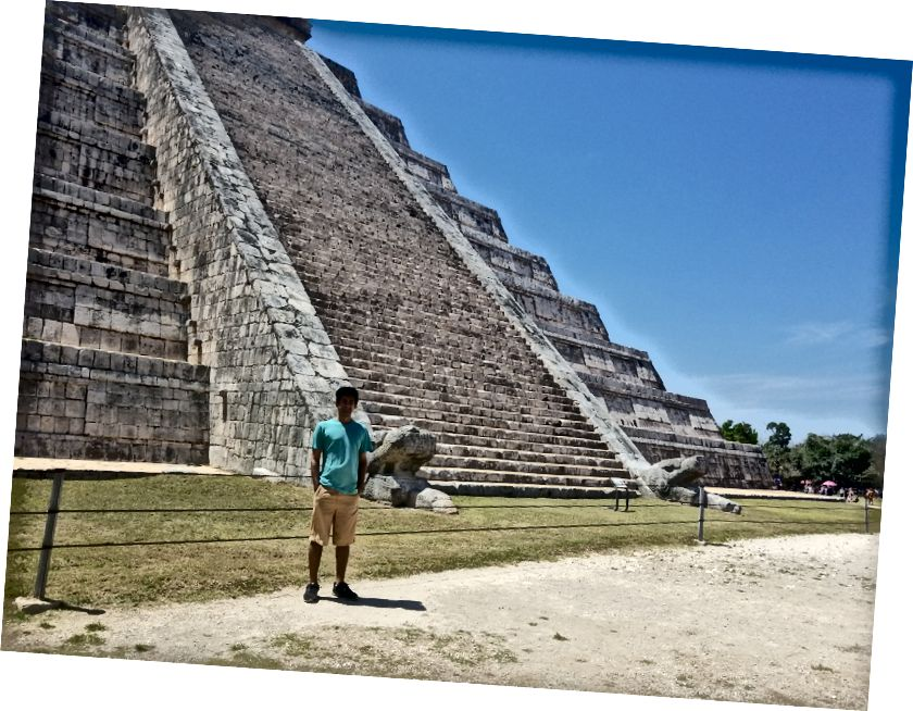 Tôi ở El Castillo, kim tự tháp nổi tiếng dành riêng cho vị thần rắn có lông Quetzalcoatl (hay Kukulcan, như người Maya gọi anh ta).
