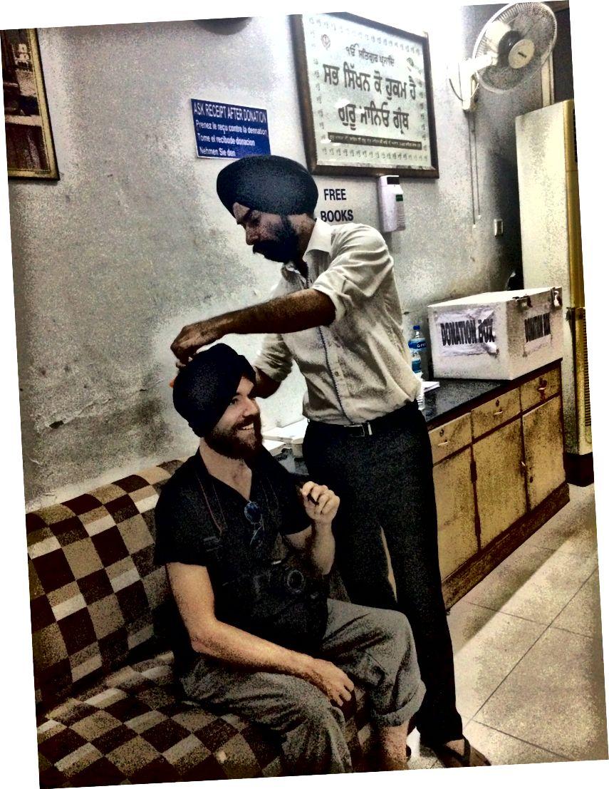 Delhi'deki Sih arkadaşımla bağ kurmak