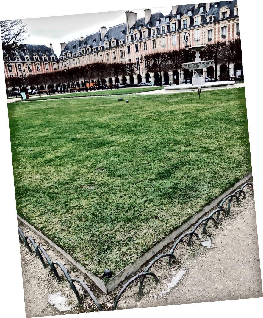 Place des Vosges. Fragments'ta kahve içip buraya yürüyün.